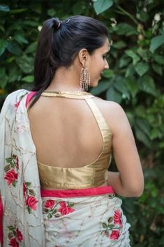 Buy Designer Blouses online, Custom Design Blouses, Ready Made Blouses, Saree Blouse patterns at our online shop House of Blouse from India. Blouse Back Neck Designs, Sari Blouse Designs, Designer Blouse Patterns, Sari Design, Dress Designs, Blouse Styles, Gold Blouse, Saree Blouse, Sleeveless Blouse
