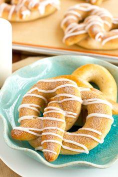 Homemade Soft Baked Cinnamon Roll Pretzles!