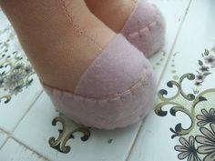 Como fazer sapatinho de boneca - YouTube