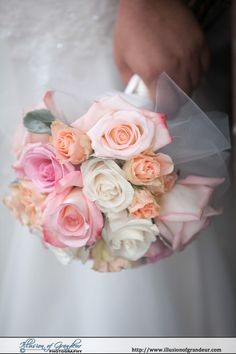 Peach, Pink and White bridal bouquet - by Illusion of Grandeur Photography http://www.illusionofgrandeur.com