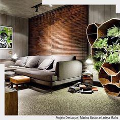 Bom dia!!! Hoje a vontade é de me jogar nesse sofá kkkk.  Destaque para as arandelas com iluminação pontal para leitura.  Arquiteturade #arquiteturadecoracao #olioli_lifestyle #adsala