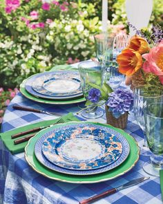A gingham tablecloth sets a relaxed tone for this outdoor gathering, as artful royal-blue and seafoam-green china adds an elegant touch. 🍽️ : @replacementsltd #southernladymag #tablescape #tablescapes #tablescapestyling #tablestyling #styling #entertaining Gingham Tablecloth, Green China, Southern Ladies, Romantic Homes, Outdoor Spaces, Tablescapes, Sweet Home, Entertaining, Table Decorations