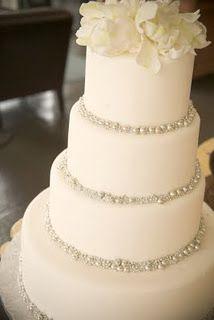 White Wedding Cakes simple and elegant! Wedding Wishes, Wedding Bells, Wedding Events, Our Wedding, Dream Wedding, Bling Wedding, Wedding Stuff, Wedding Photos, Wedding Dress