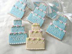 Biscoitos decorados para casamento em forma de bolo de casamento. Foto e biscoitos: Rolling Pin Productions.