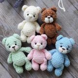 Everyone needs a little crochet bear. Here is a free teddy bear amigurumi pattern to make a cute toy. Make your own crochet bunny using this easy free amigurumi pattern. Designed by Lena Khokhlova (Ami Toys). This free amigurumi pattern will help you to c Crochet Snowman, Crochet Mouse, Crochet Bunny, Crochet Patterns Amigurumi, Crochet Dolls, Free Crochet, Crochet Animals, Giraffe Crochet, Cat Amigurumi