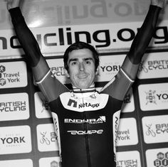 This is what bike racing is all about #handsintheair @Russell Groves Downing 2013 Crit Champ @Tamara Walker Priddy http://www.velouk.net/2013/07/21/reportresults-2013-british-circuit-race-championships/…
