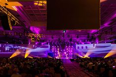 The stage show on the final night included a mockup of a G5 with two 150-foot screens for the jet's wings.   Photo: Sjodin Photography