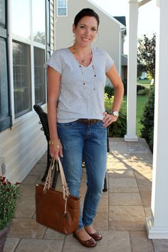 mom fashion gray tee and jeans