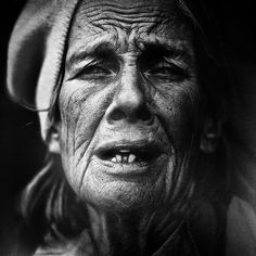 This post showcase stunning black and white portraits of homeless people taken by Lee Jeffries. He started taking homeless people photos when he met a young Lee Jeffries, Photos Black And White, Black And White Portraits, Black White, Old Faces, Many Faces, Face Photography, Street Photography, Photography Portraits