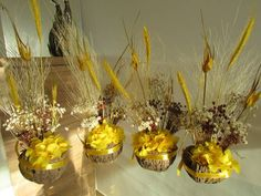 Cumbuca de flores secas amarelas