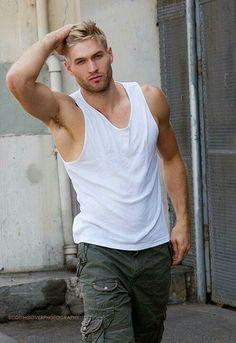Blonde muscled hunks plow blonde dude