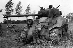 British Sherman Firefly 1944 .  Paratrooper Division 101 United States examines holes in the front of British Sherman Sherman Firefly.    23rd September 1944.  #worldwar2 #tanks