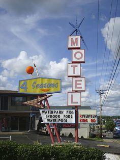 4 Seasons Motel sign. Wisconsin Dells. One of my favorite retro motel signs!