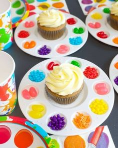 Art Birthday Party Ideas for Kids - Moms & Munchkins Art Birthday Party Ideas<br> Does your little one love painting, coloring, making sculptures or drawing? Then a fun Art Birthday Party may be the perfect theme! Here are some fun ideas. Birthday Fun, Birthday Party Food For Kids, Kids Birthday Cupcakes, Art Birthday Cake, Paint Birthday Parties, Crafts For Birthday Parties, Birthday Stuff, Artist Birthday Party, Diy Rainbow Birthday Party