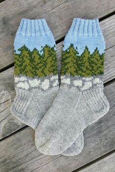 Magic: Socks on the Forest Stones - Super knitting Wool Socks, Knit Mittens, Knitting Socks, Hand Knitting, Knitted Hats, Knitting Patterns, Crochet Shoes, Crochet Slippers, Knit Crochet