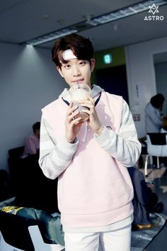 [11.04.16] Astro official Fancafe - Behind the scene from Music show promotions - MyungJun