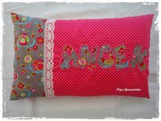 Pipa Greenström      Hobby handwerk uut de Noordkop: Naamkussentje  Model: kriskras Anoek Model, Cushions, Throw Pillows, Bed, Kite, Craft Work, Toss Pillows, Toss Pillows