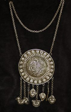 China | Old silver necklace from either the Dong or Miao minority group. | ca. pre 1910