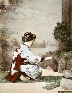 Geisha playing with temari (thread ball), about 1900, by Tamamura Kozaburo