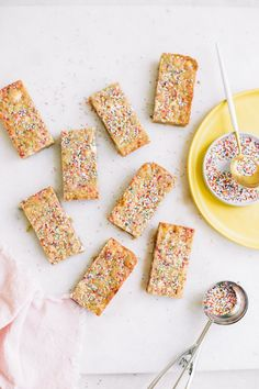 These funfetti white chocolate blondies NEED to be your next recipe for that special someones birthday! Not only are these chewy, gooey brown butter blondies perfect on their own we decided to amp them up with… SPRINKLES!