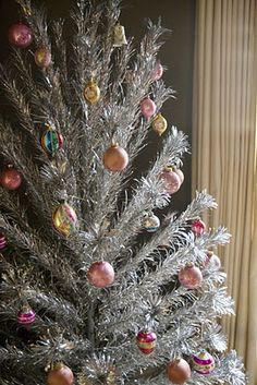Vintage Aluminum Christmas Tree!  I so want one!