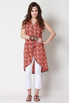 Tunic in a hand block print - pair it with leggings, jeans or cigarette pants. India Fashion, Ethnic Fashion, Asian Fashion, Boho Fashion, Womens Fashion, Indian Attire, Indian Wear, Pakistani Outfits, Indian Outfits