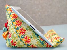 I love the functionality of this tablet stand as well as the sweet fabric flower used to embellish the back. TeresaDownUnder will walk you through the steps to sew one of these in her free tutorial. Get the Free iPad Stand Sewing Tutorial Advertisement Fabric Crafts, Sewing Crafts, Sewing Projects, Diy Crafts, Sewing Hacks, Sewing Tutorials, Sewing Patterns, Sewing Tips, Craft Tutorials