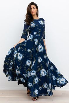 Shop this season's floral print dresses, floral wrap dresses, floral maxi dresses, and silk floral dresses in Yumi Kim! Find your new look in every occasion! Floral Dress Outfits, Floral Print Maxi Dress, Fashion Dresses, Bohemian Maxi Dresses, Long Floral Dresses, Printed Dresses, Floral Gown, Casual Summer Dresses, Modest Dresses