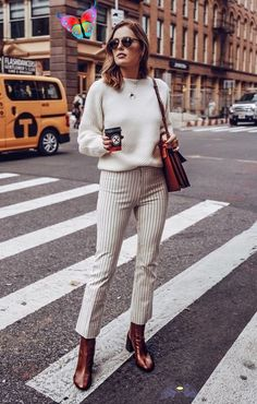 Who What Wear fall street style | winter white outfits | casual and cool looks | white sweater + white striped pants | A coffee to go, and you are set | Fashion articles inspiration can be found on www.primpymag.com/ | #windy #hotcoffee #streetstyle #primpytips #primpystyle<br> White Outfit Casual, White Outfits, Trendy Outfits, Work Outfits, Fashion Week Paris, Winter Fashion, Sport Mode, Mode Ootd, Fashion Articles