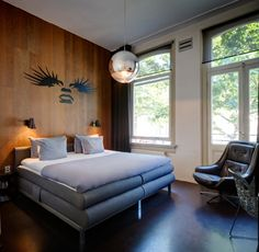 Discover our three boutique hotels in Amsterdam: the hotel V Nesplein and the hotel V Frederiksplein in the city center, and the star hotel V Fizeaustraat, in Amsterdam's upcoming East, with free parking and a gorgeous restaurant. Boutique Hotel Amsterdam, Lloyd Hotel Amsterdam, Restaurant Design, Cozy Bar, Unusual Hotels, Executive Room, Hotel Room Design, Beste Hotels, Best Hotel Deals