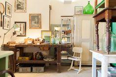 Orginele houten vintage meubels.   Hout en Nieuw, Marnixstraat 196  www.houtennieuw.com