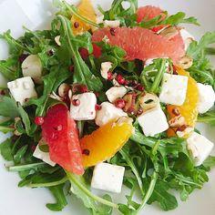 Une salade de roquette des cubes de fêta et des suprêmes d'agrumes..... #menubistronomique #salade #detox #veggie #roquette #5fruitsetlegumesparjour #Food #Foodista #PornFood #Cuisine #Yummy #Cooking