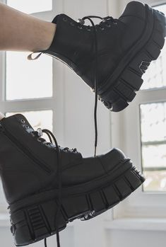 Dr Shoes, Goth Shoes, Swag Shoes, Me Too Shoes, Aesthetic Grunge Outfit, Aesthetic Shoes, Aesthetic Clothes, Sneakers Fashion, Fashion Shoes