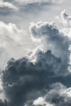 a collection of cumulus clouds billowing the blue Storm Clouds, Sky And Clouds, Grey Clouds, Beautiful Sky, Beautiful World, Cumulus, Gray Aesthetic, Night Aesthetic, To Infinity And Beyond