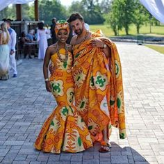 See How Ghanaian Couples Are Rocking This Iconic Super Luxe Big Day Looks in Kente - Wedding Digest Naija African Wedding Attire, African Attire, African Wear, African Dress, African Weddings, African Theme, Couples African Outfits, Couple Outfits, African Prom Dresses