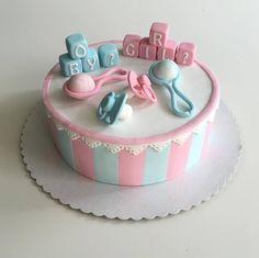 Diese liebevoll kreierte Torte hat Judith gezaubert. Vielen Dank dafür. Rollfondant in Pastelltönen findet ihr hier:  http://www.tolletorten.com/advanced_search_result.php?keywords=pastel&x=0&y=0