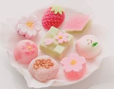 Wagashi are a traditional Japanese confectionery which is often served with tea, especially the types made of mochi, anko (azuki bean paste), and fruits. Japanese Sweets, Japanese Wagashi, Japanese Candy, Japanese Food Art, Cute Desserts, Asian Desserts, Gourmet Desserts, Wagashi Japonais, Dessert Kawaii