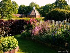 English Cottage Gardens   pear tree log: An English Country Cottage Garden Party