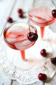 Perfect Brunch Cocktail: Cherry Mimosas on http://pizzazzerie.com