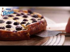 Tarta de queso con arándanos - Postres La Lechera - YouTube Queso Fresco, Banana Bread, French Toast, Cheesecake, Deserts, Breakfast, Pamela, Youtube, Food