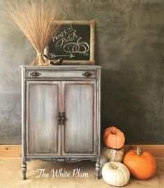 Best Fall Inspired Furniture Makeovers Salvaged Inspirations Furniture Makeover by The White Plum Refinished Bedroom Furniture, Paint Furniture, Repurposed Furniture, Shabby Chic Furniture, Furniture Projects, Rustic Furniture, Furniture Makeover, Vintage Furniture, Cool Furniture