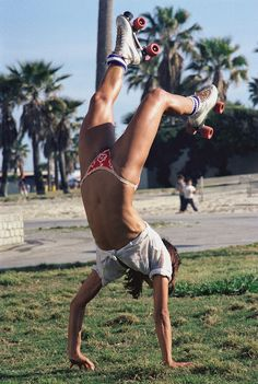 35 Interesting and Wonderful Vintage Photos of Roller Skaters at Venice Beach, California in 1979
