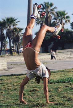 35 Interesting Vintage Photographs of Roller Skaters at Venice Beach, California in 1979 ~ vintage everyday Roller Derby, Roller Skating, Rollers, Sexy Bikini, Bikini Girls, Vive Le Sport, Venice Beach California, Hot Girls, Skate Girl