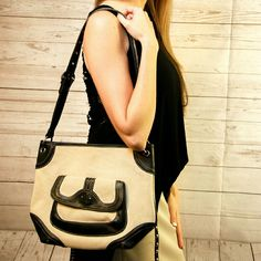 Beige purse!!! Beige purse, with black details. Shoulder bag, perfect combination. 🎉🎉🎉Bundle discount 20% off 3 or more items💰💰💰 Stone Mountain  Bags Shoulder Bags
