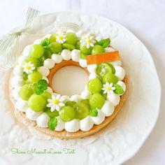シャインマスカット様〜✨ やっと我が家にもお迎え出来ました♬ ・ やっぱ、リースタルト可愛い。 ・ ・… Food Design, Cake Cookies, Cupcake Cakes, Delicious Desserts, Dessert Recipes, Summer Cakes, Biscuit Cake, Just Cakes, Chiffon Cake