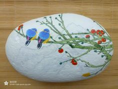 Blue birds in a tree painted on a stone Stone Art Painting, Pebble Painting, Pebble Art, Stone Crafts, Rock Crafts, Rock Painting Patterns, Painted Stones, Nature Crafts, Land Art