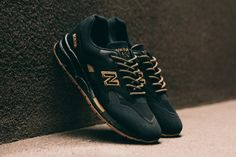 go get them..... Gold Sneakers, Summer Sneakers, Shoes Sneakers, New Balance Black, New Balance Shoes, Reebok, Clothes Horse, Modest Fashion, Fashion Ideas
