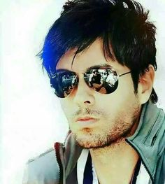 God thanks for this creation in the world Enrique Iglesias Albums, My Prince, Famous Faces, English, New Music, My Idol, Famous People, Mirrored Sunglasses, Music Videos