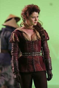 2x11 The Outsider - Behind The Scenes  Belle finally gets to wear pants!