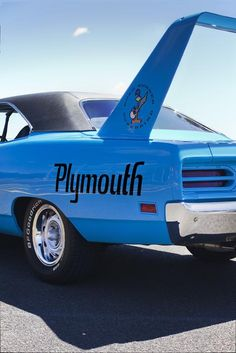 One of my favorite muscle cars. 1970 Plymouth Road Runner Superbird.